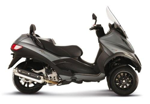 moto vs scooter faida banale. Black Bedroom Furniture Sets. Home Design Ideas