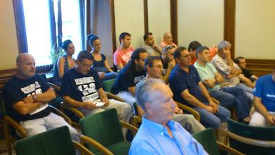 Pleno anterior  con representantes del 15m entre el publico