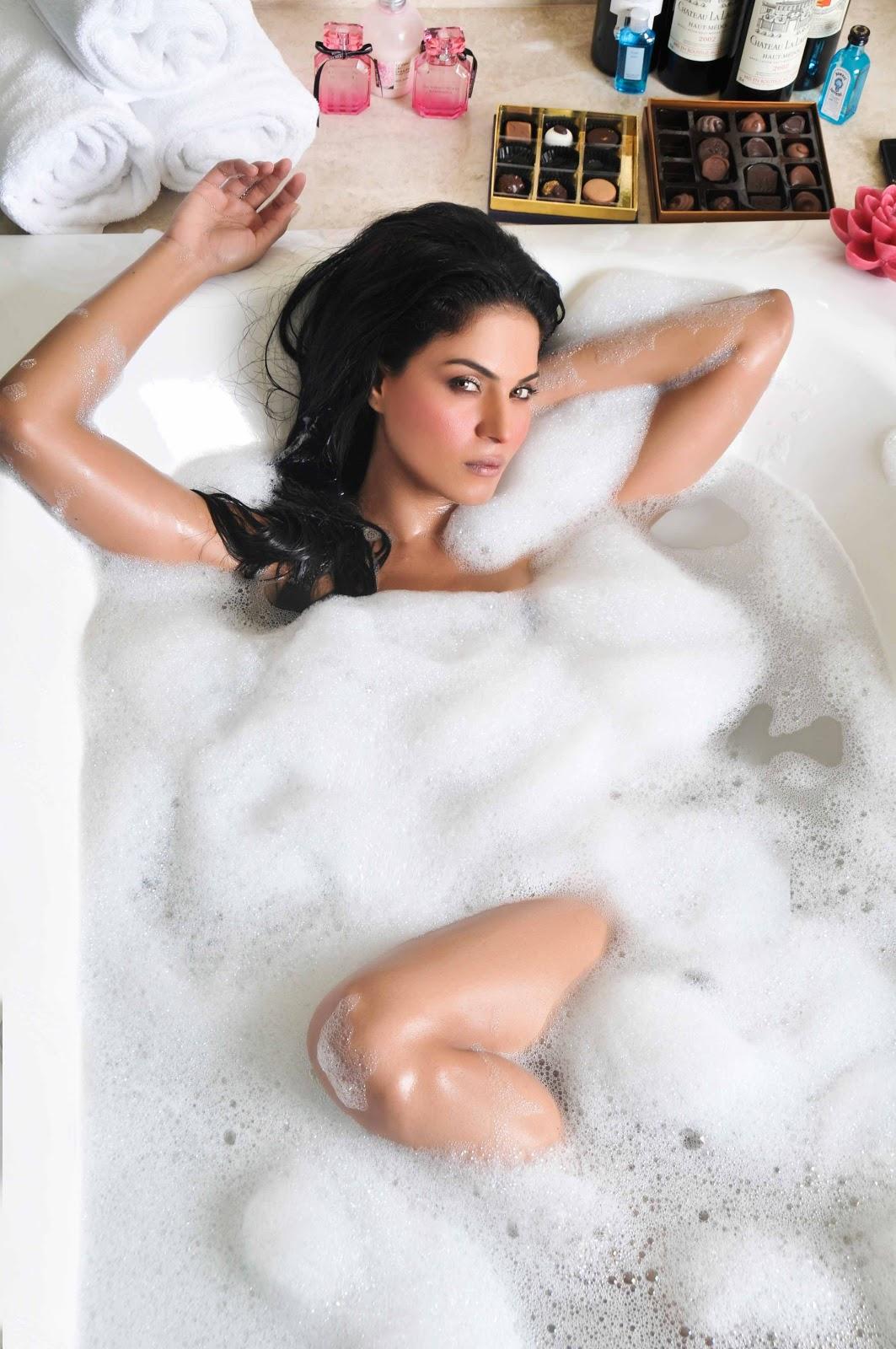 Sexy bath Nude Photos 10