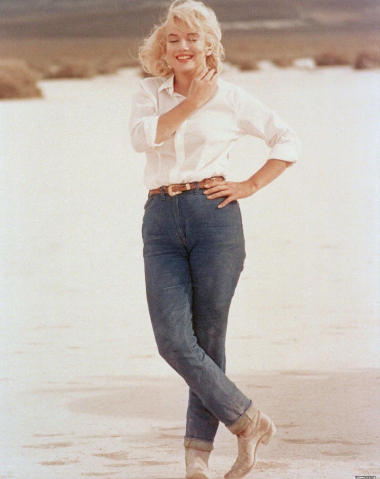 http://3.bp.blogspot.com/-iheiyfzQ_qY/T9vLR02ahqI/AAAAAAAAI-w/Xhiu0zsmJ08/s1600/Marilyn+Monroe+in+jeans.jpg