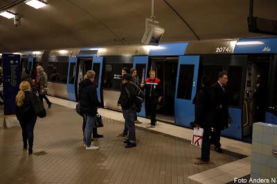 tågstopp, odenplan, tunnelbanestopp, strömlöst, stopp i tunnelbanan vid odenplan, odengrop gröna linjen, station, stockholm, underground, subway