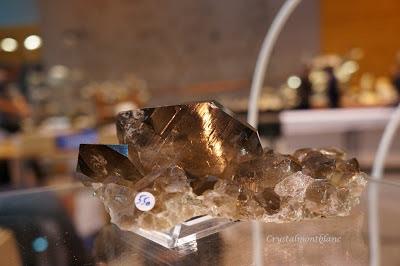 gwindel sur gangue, cristal trouvé dans le Mont-Blanc et proposé sur le stand