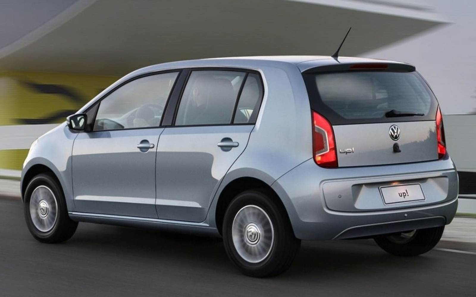 Volkswagen up! - versão Move-up! - intermediária - traseira