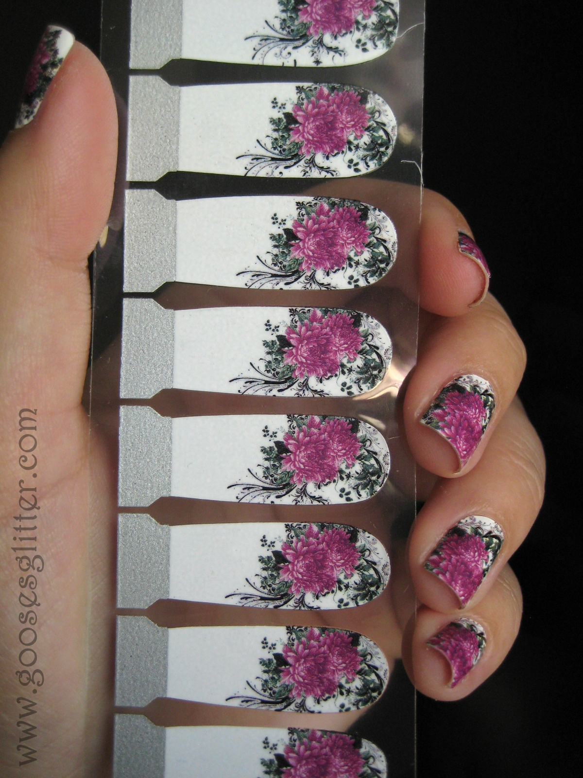 Goose\'s Glitter: KKCenterHK Nail Strips: Swatches and Review