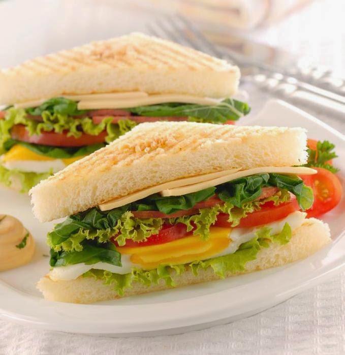 Sarapan dengan Sandwich Telur Bayam