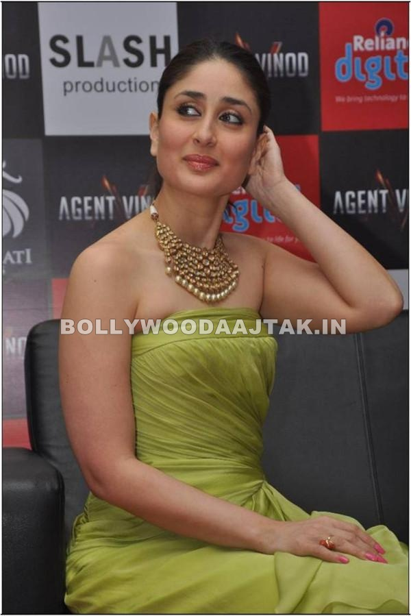 Kareena kapoor in Green Dress1 - Kareena kapoor Agent Vinod Promotion Pics