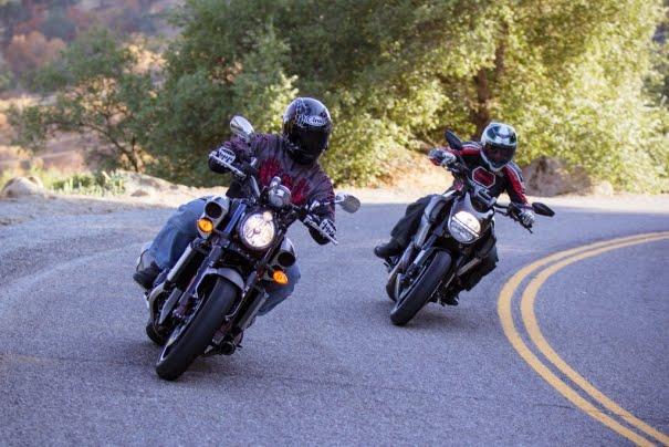 duel-maut-ducati-diavel-cromo-vs-yamaha-star-vmax-photo-motorcycle-2012