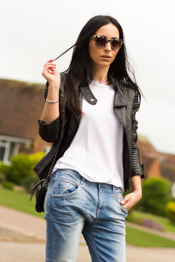 Cazadora de piel acolchada de Zara con jeans boyfriend Meltin' Pot