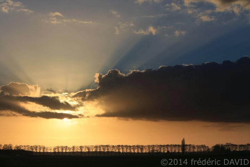silhouettes ciel nuages coucher soleil rayons lumière Seine-et-Marne