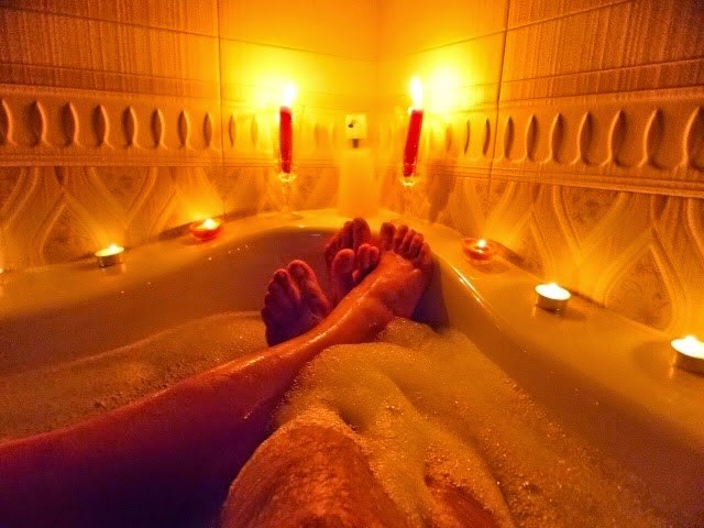 фото в ванной девушка и парень