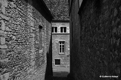 À Provins (France), by Guillermo Aldaya / AldayaPhoto