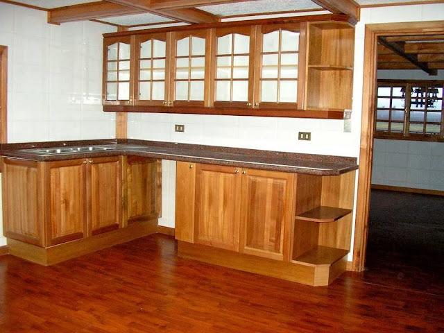 Cocinas con puertas con vidrios cocinas integrales en madera for Modelos de puertas de madera para cocina integral