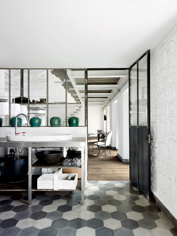 vosgesparis industrial design by paola navone a white home in italy part ii. Black Bedroom Furniture Sets. Home Design Ideas