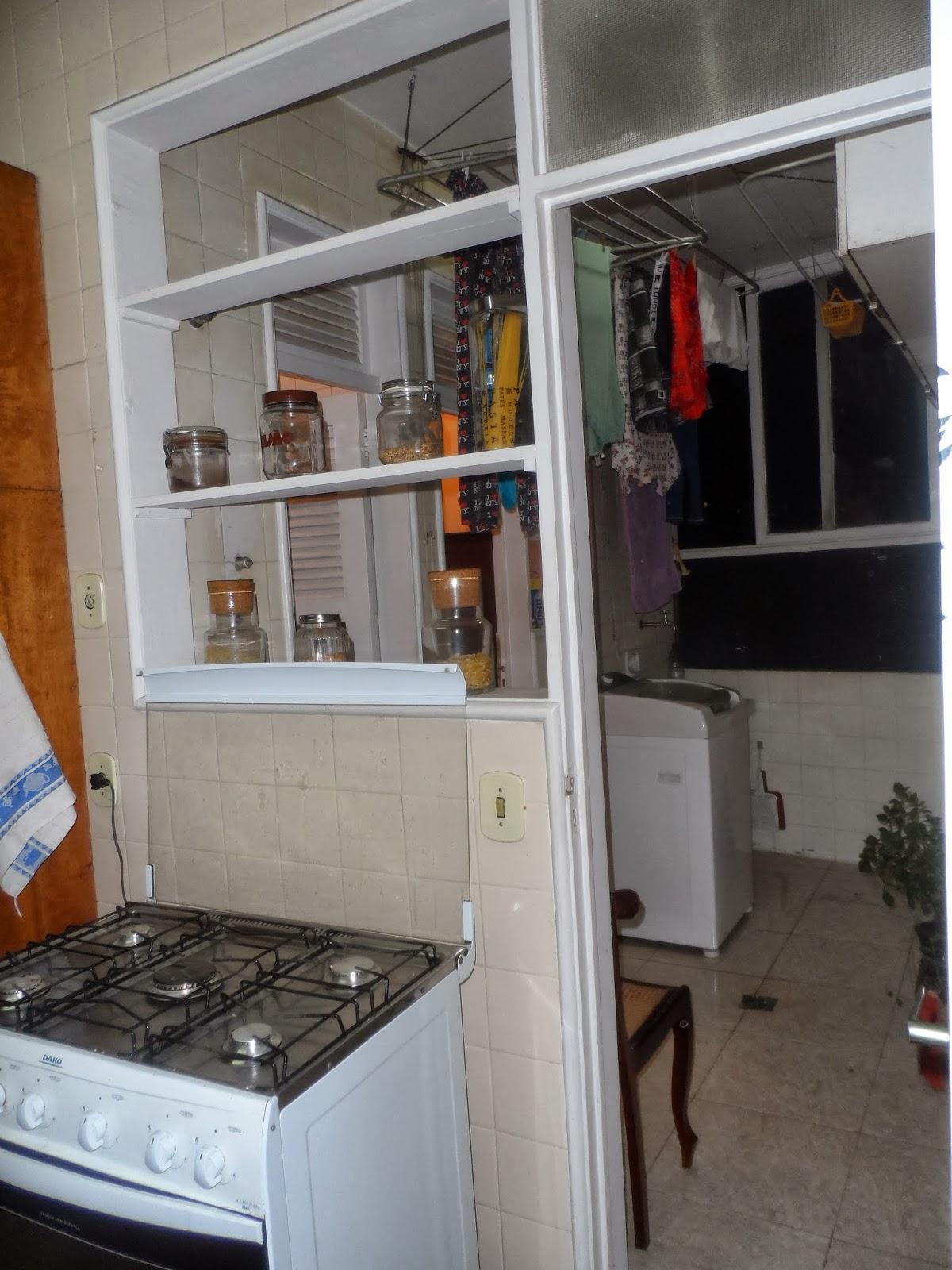 Reforma de cozinha área de serviço e dependências de empregada na  #69452D 1200x1600 Banheiro Com Janela Grande