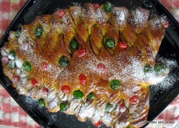 Lily's Wai Sek Hong - Favorites: Pumpkin Cinnamon Christmas Tree Bread