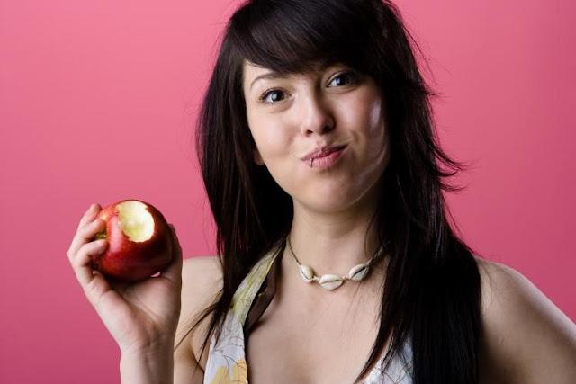Makan Apel Ternyata Banyak Manfaatnya !! [ www.BlogApaAja.com ]