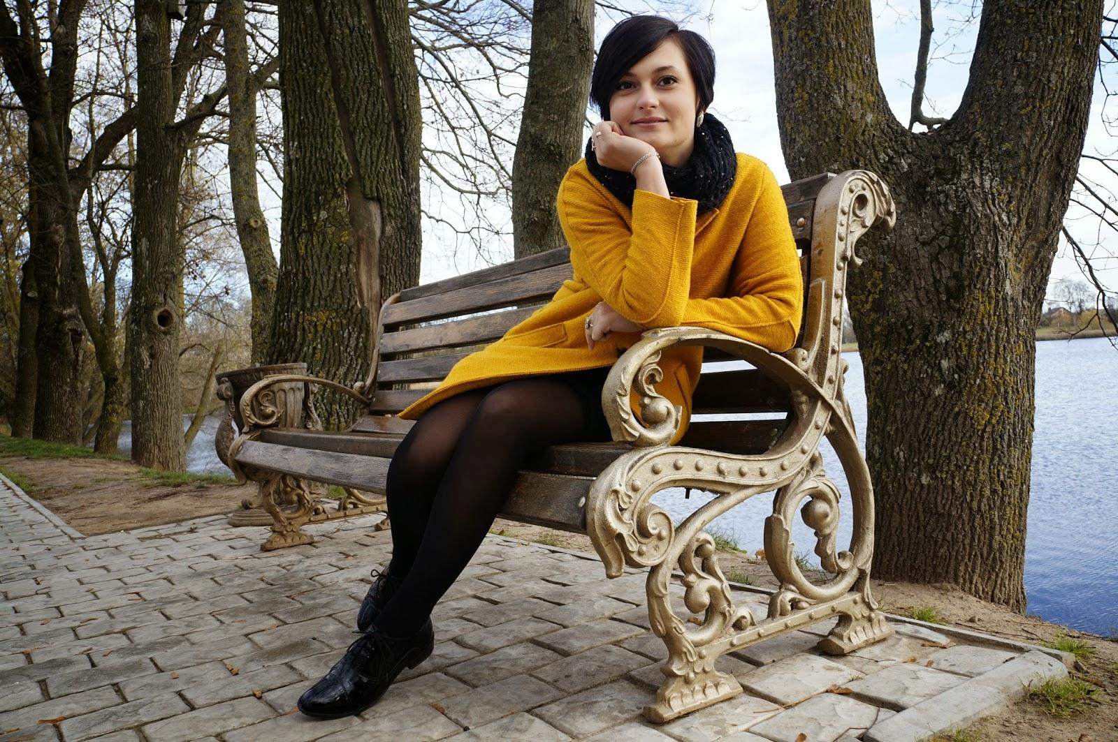 Фото женщин на скамейке 6 фотография