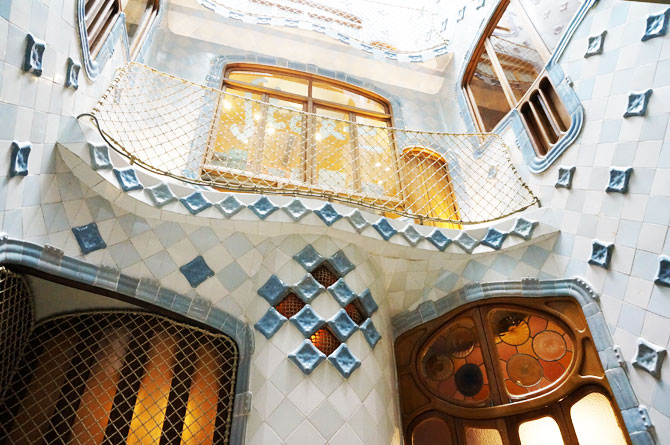 Intérieur de la Casa Batllo, escaliers