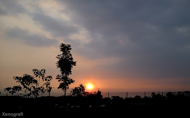 Sunset di depan student center