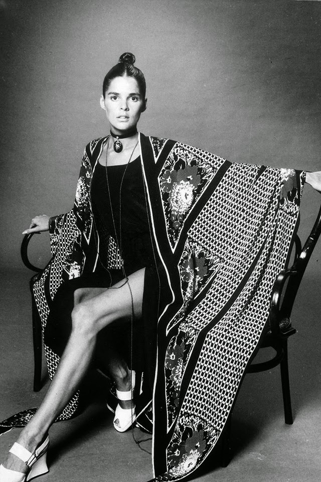 20 beautiful black white photos of american actress ali macgraw from the 1960s 70s