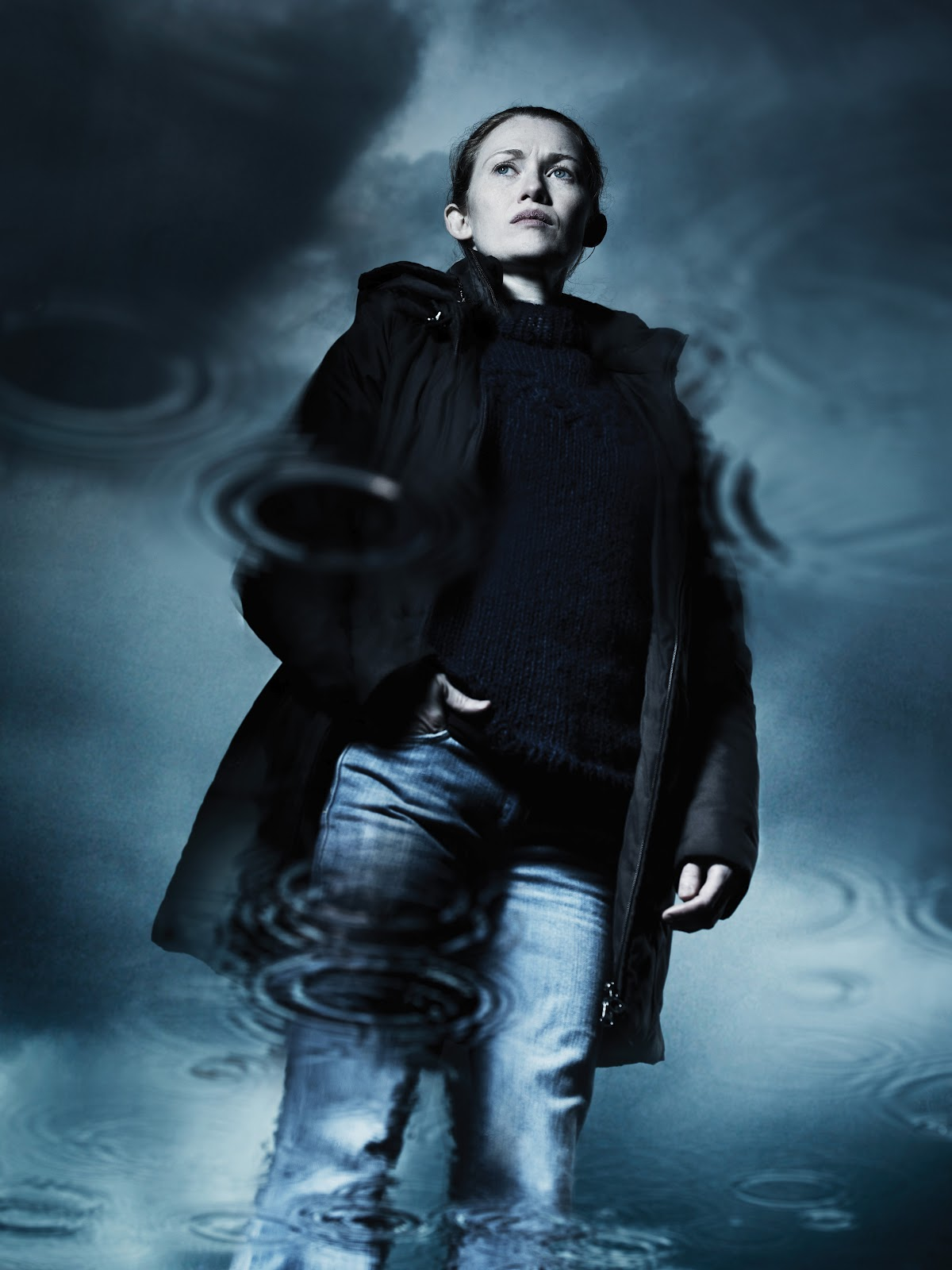 http://3.bp.blogspot.com/-ikg95UexipE/UB7y53OXrOI/AAAAAAAAIJY/eVkqPzdjtA4/s1600/Mireille-Enos-Sarah-Linden-The-Killing.jpg