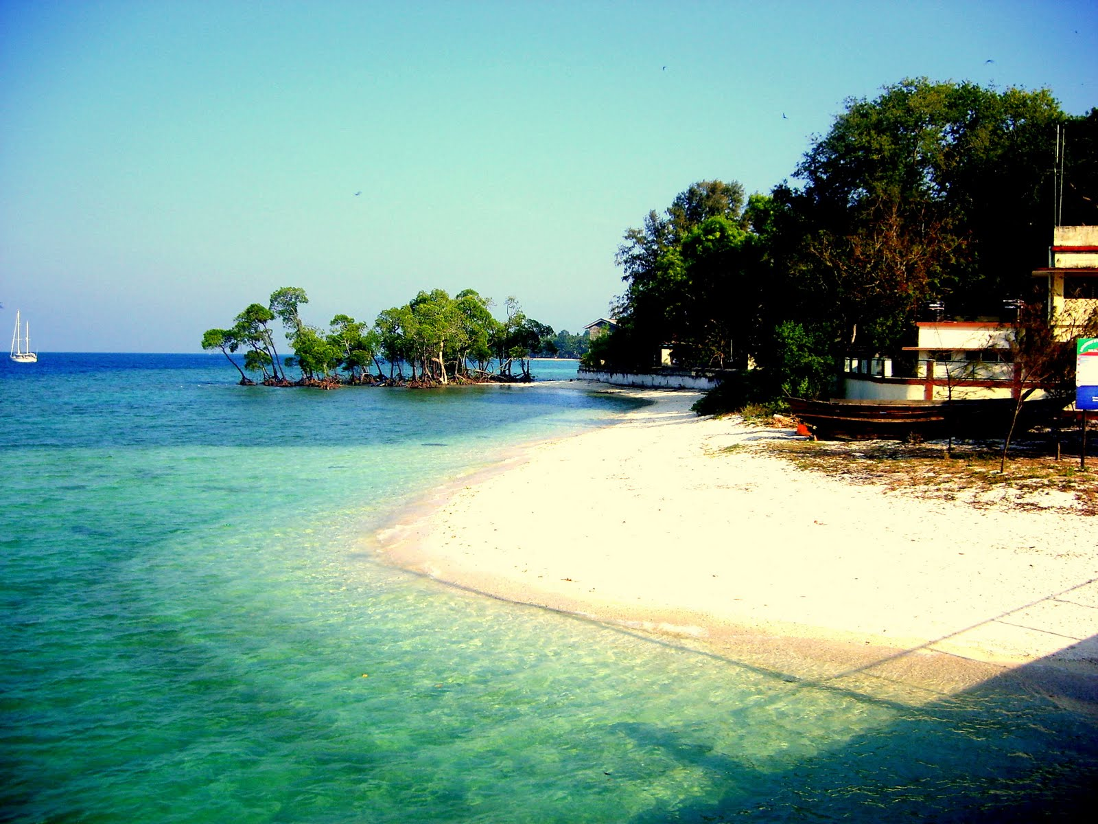 andaman islands The andaman islands form an archipelago in the bay of bengal between india, to the west, and myanmar, to the north and east most are part of the andaman and.