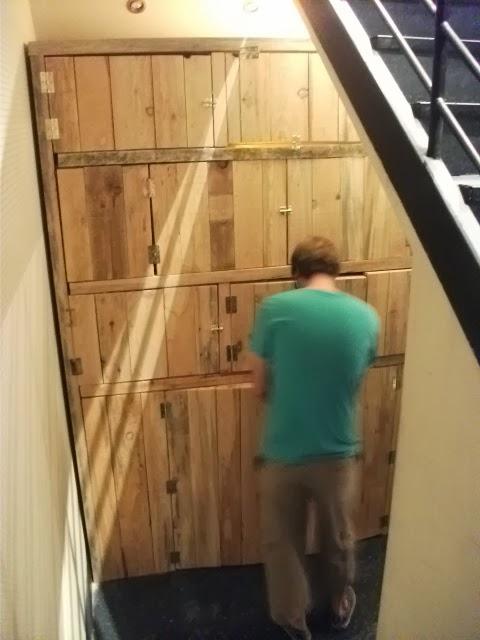 Renovarte con palets auxiliares para la casa tu negocio for Puertas corredizas de palets