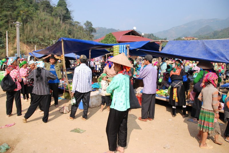 Tham quan chợ phiên Bảo Lâm ở Cao Bằng