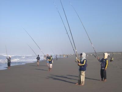 Surf Casting  Mancing Pasiran Di pantai Yogyakarta