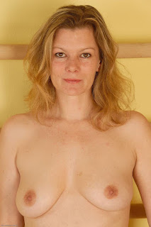 Sexy bitches - sexygirl-kel057JAT_221322047-775442.jpg