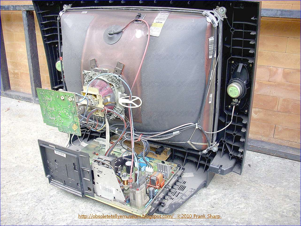 Obsolete Technology Tellye Grundig M70 590 9 Top Monolith Chassis Variac Variable Transformer Wire Diagram Free Download Wiring The Secondary Circuit Of 112 Consists Several Windings Each Which Has A Different Number Turns Polarity And Load Capacity