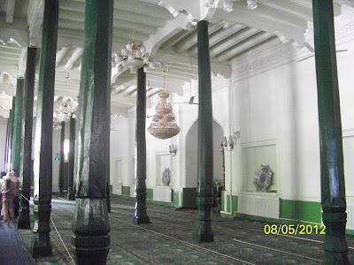 salle de prière très sobre