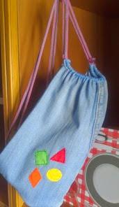 http://ideacontusmanos.blogspot.com.es/2014/10/bolsa-de-vaquero-reciclado.html
