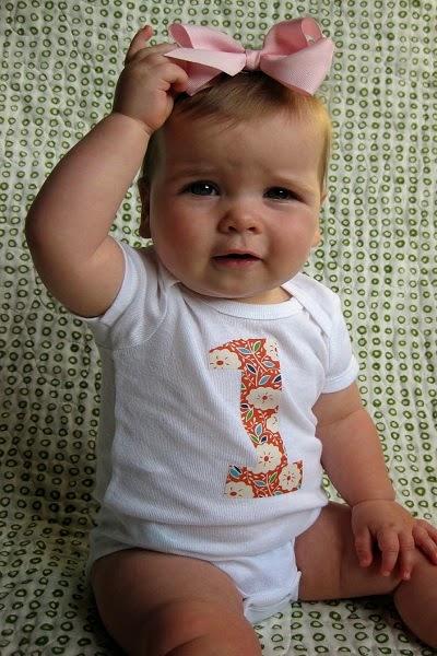 Photo bébé fille 1 an