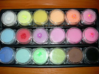18 different colours of acrylic powders from Born Pretty Store