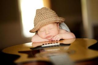 Gratis gambar bayi dan gitar wallpaper