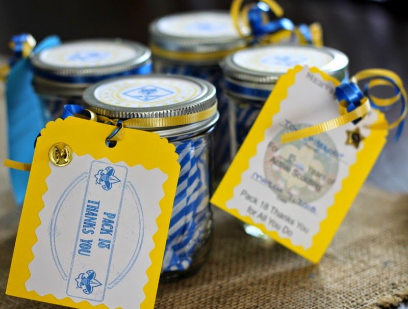 Simple, easy, inexpensive mason jar leader gifts for scouts with year pin and thank you tags
