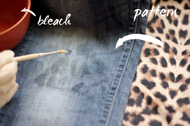 How to revamp your favorite Jeans by bleaching an animal print on it. Designed by Xenia Kuhn for fashionrolla.com