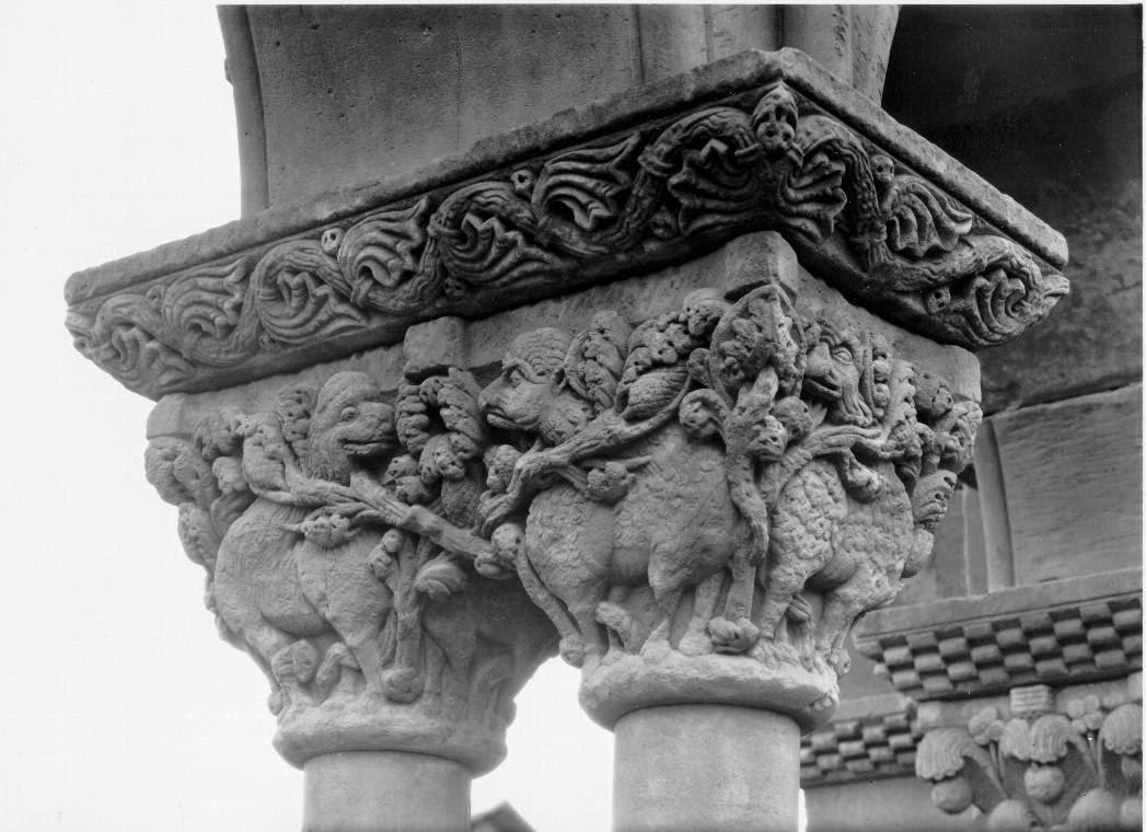 Capitel árbol de vida y de la muerte