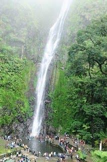 Air Terjun Sedudo (105 meter)
