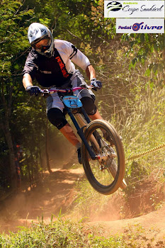 """ Junior De Paula ""   Piloto de Mountain bike  downhill apoiado pela Jully Artes"