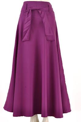 Model Rok Satin Panjang Wanita Warna Ungu Tua Polos