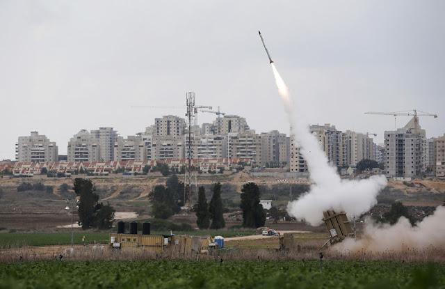 الحرب على غزة Gaza+Under+Fire+%2842%29