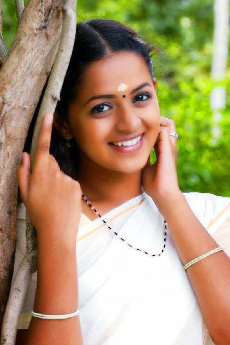 Malayalam actress bhavana in set saree kerala kasavu saree new hq images of malayalam top actress bhavana bhavana in homely actress look bhavana in kerala saree hq closeup images online free altavistaventures Gallery
