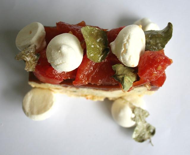 http://emancipations-culinaires.blogspot.com/2014/05/un-vacherin-revisite-avec-tomates.html