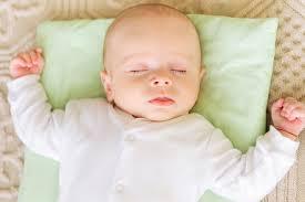 لماذا ينام الطفل حديث الولادة كثيراً