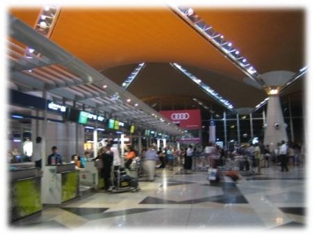 http://3.bp.blogspot.com/-imreFg-Mo4E/Tnv7HY_1OOI/AAAAAAAAAk8/4KKrNh35dj8/s1600/Bandara+utama+kualalumpur+malaysia.jpg