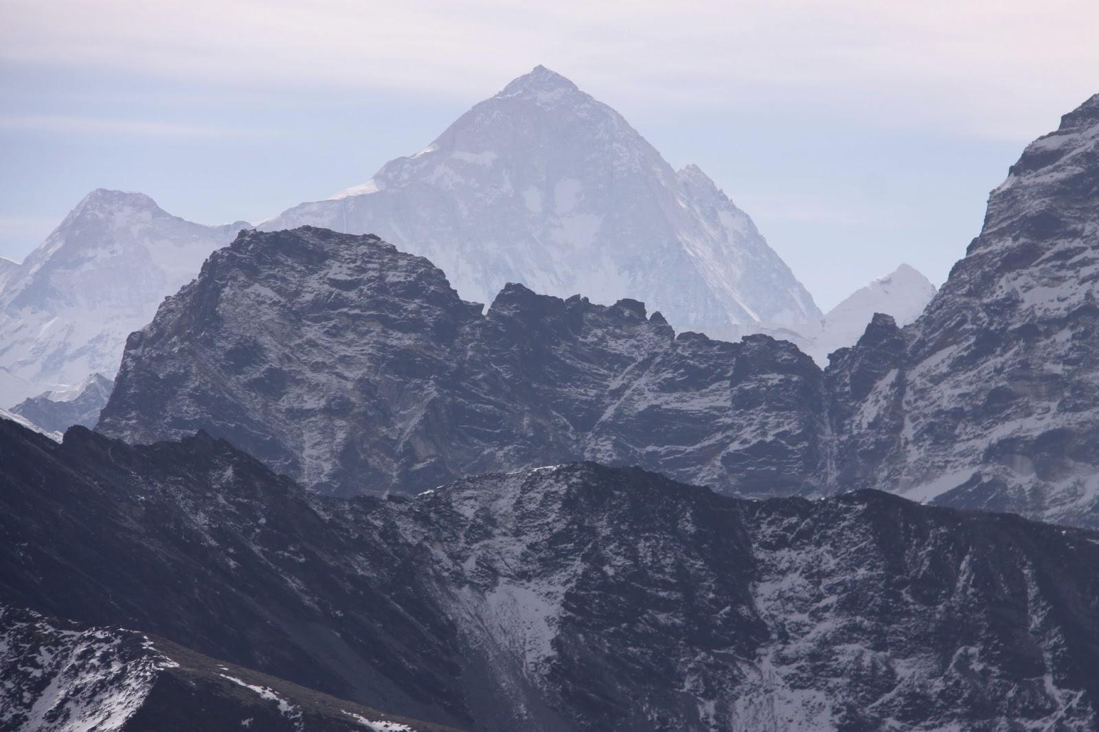 Il tetto del mondo come le formiche sull 39 himalaya a piedi ai piedi degli - Riscaldare velocemente casa montagna ...