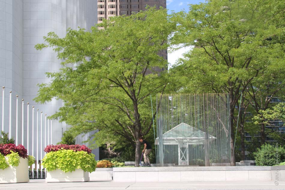 Public Art in Chicago: Aon Center Plaza [The Sounding Sculpture - by ...