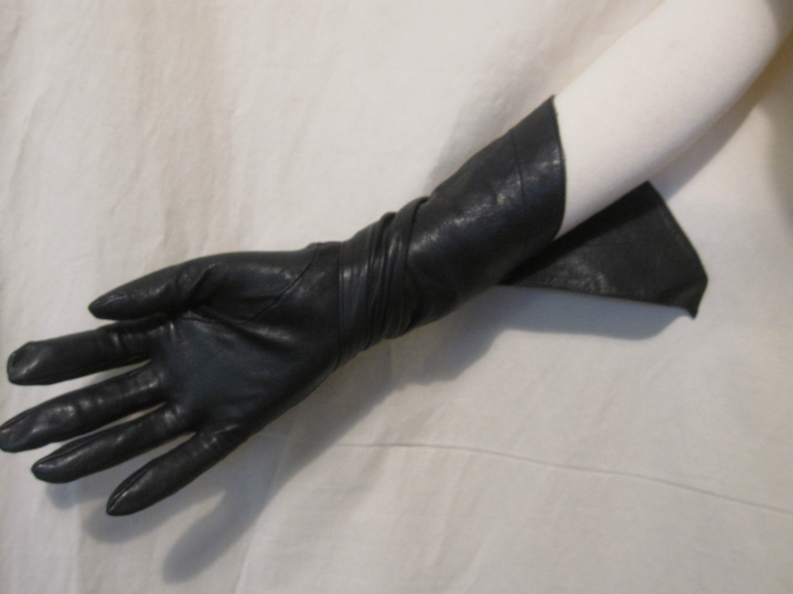 Buy leather gauntlet gloves - These Rare Alaia Black Leather Gauntlet Gloves Sold For An Impressive 305 00 They Used Gloves Were A Size 7 5 They Remind Me Of Something A Super Heroine
